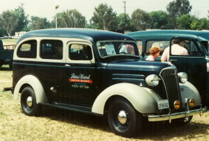 1937_Chevrolet_Carryall_Suburban_(front)