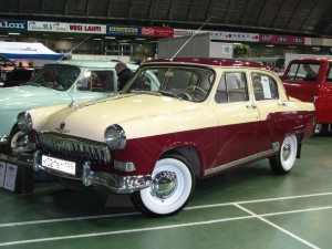 GAZ-21_(2nd_series)_on_CMSh_in_Lahti,_Finland_(front_view)