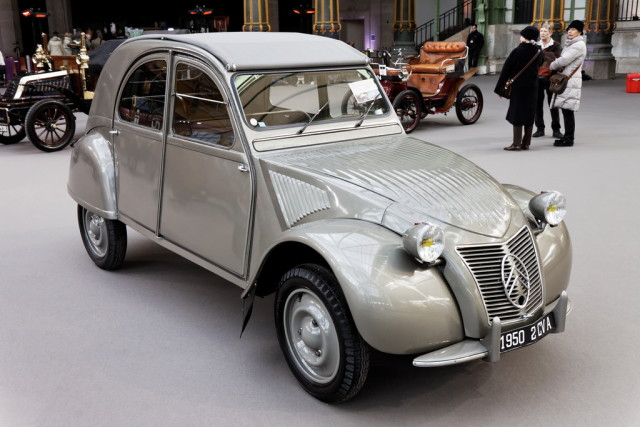 Paris_-_Bonhams_2013_-_Citroën_2CV_A_-_1950_-_002