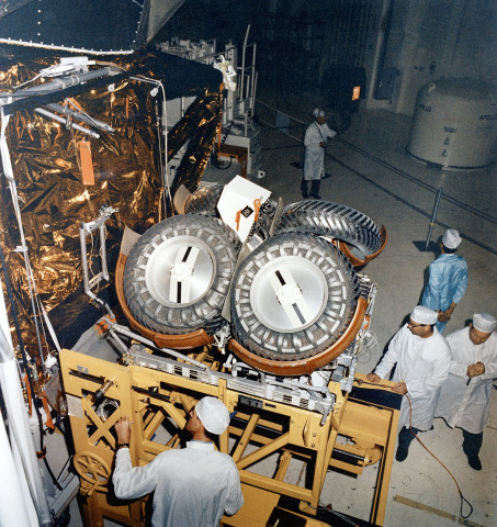 Installation_of_the_Lunar_Roving_Vehicle_in_the_Lunar_Module