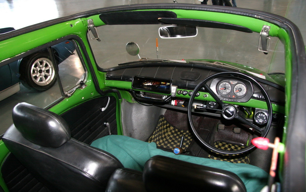 Subaru_360_Over_Top_interior