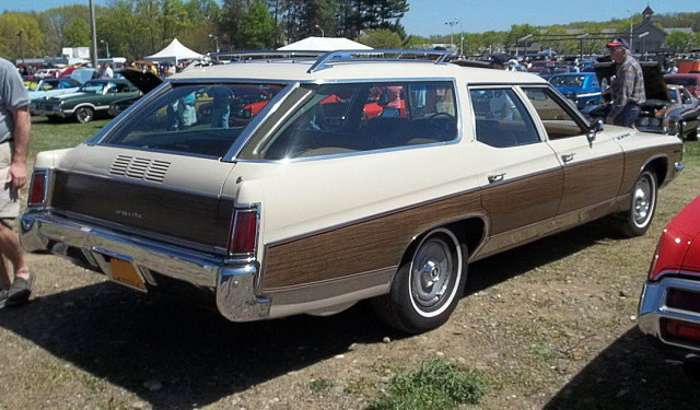 1971_Buick_Estate_wagon_rear