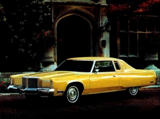 chrysler1976newyorker2dooryellow