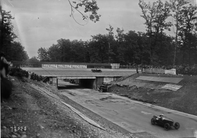 Bridge_at_the_1922_Italian_Grand_Prix_(2)