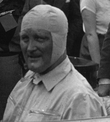 Stanisław_Czaykowski_in_his_Bugatti_at_the_1932_Provence_Trophy_(cropped)