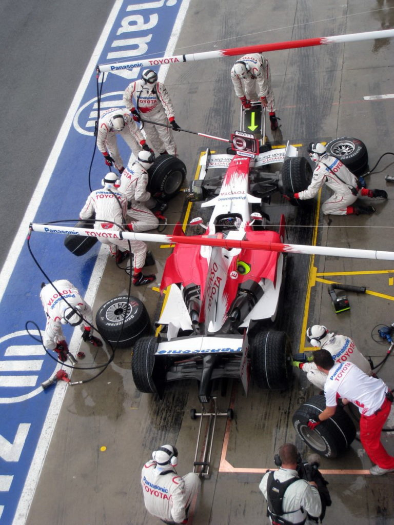 Toyota_pit_stop_Monza_2008