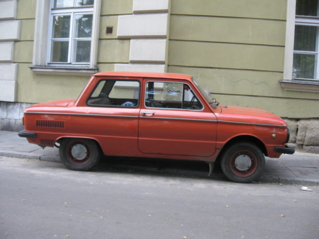 ZAZ-968M_on_Na_Gródku_street_in_Kraków_(1)