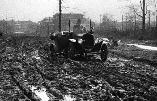 1915-t-in-muddy-road-1915
